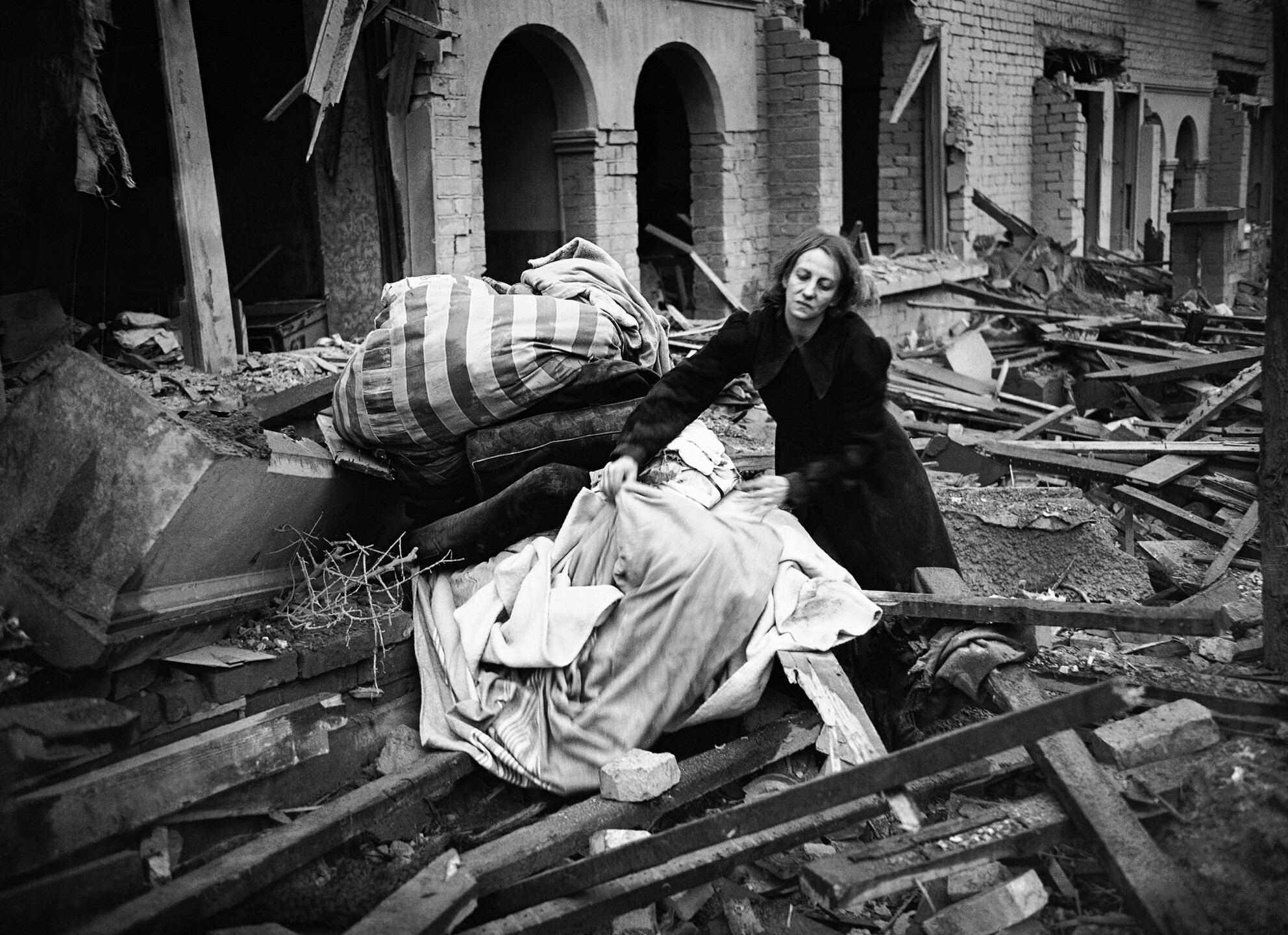WWII London Rescuing Belongings
