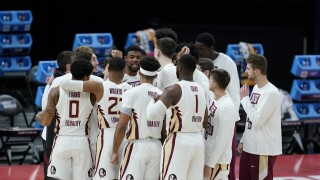 Florida State Seminoles basketball team in huddle before first game of 2021 NCAA tournament
