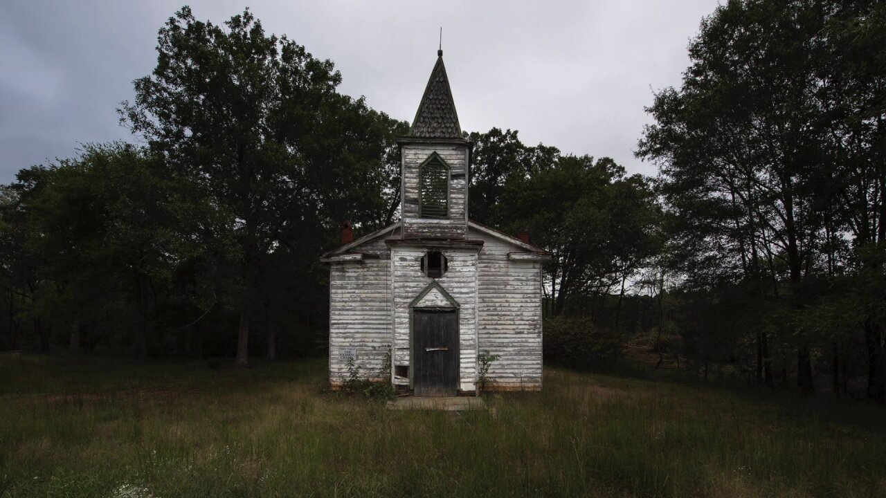 Photographer finds beauty in AbandonedVirginia