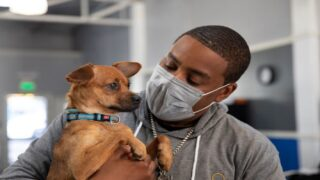 'SNL' Star Kenan Thompson Is Working To Increase Diversity In The Veterinary Field