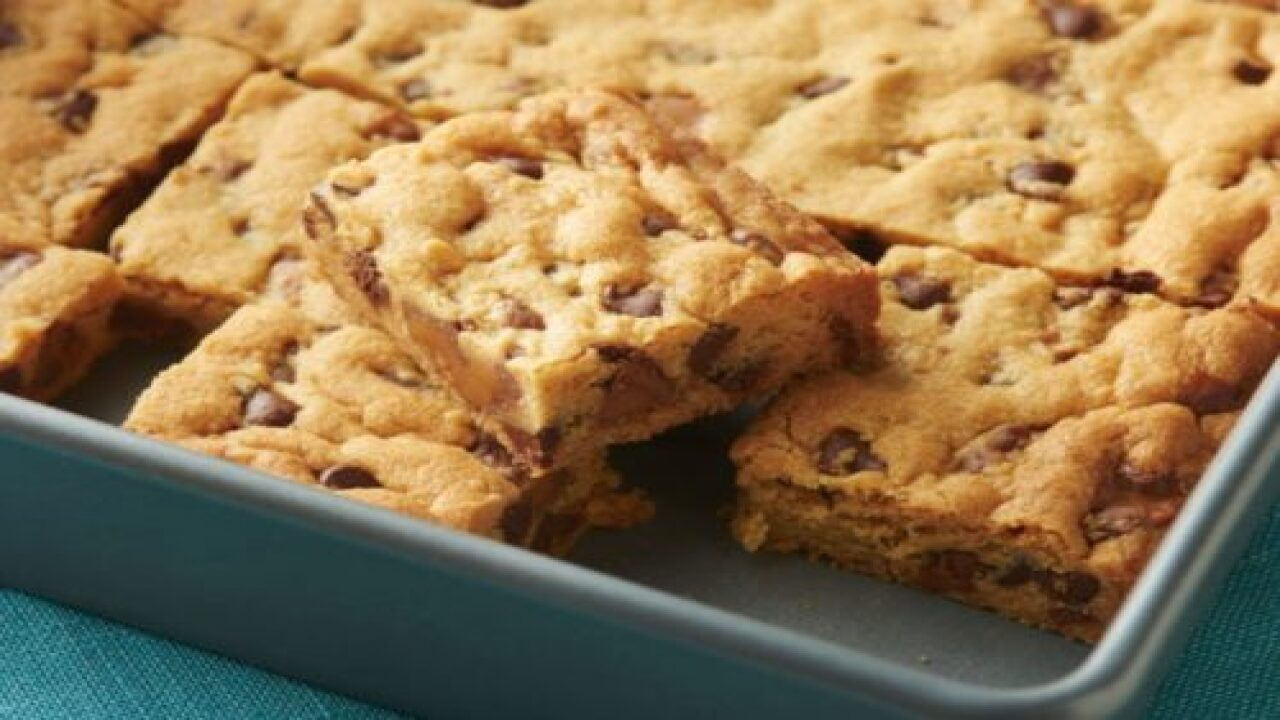 These Chocolate Chip-caramel-pudding Cookie Bars Are Completely Irresistible