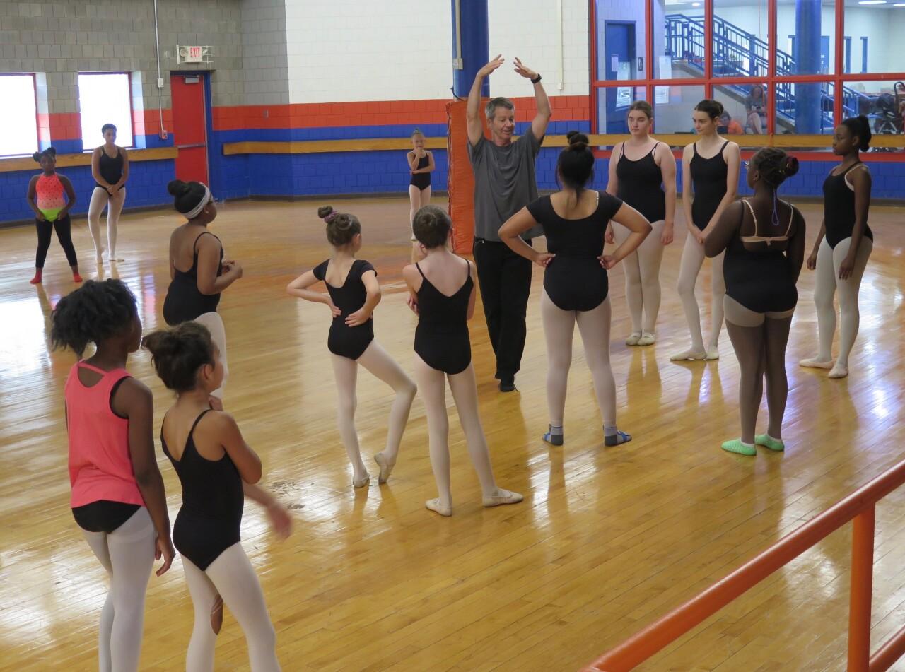 Princesses_ballet_with_Gordon_Havens.jpg
