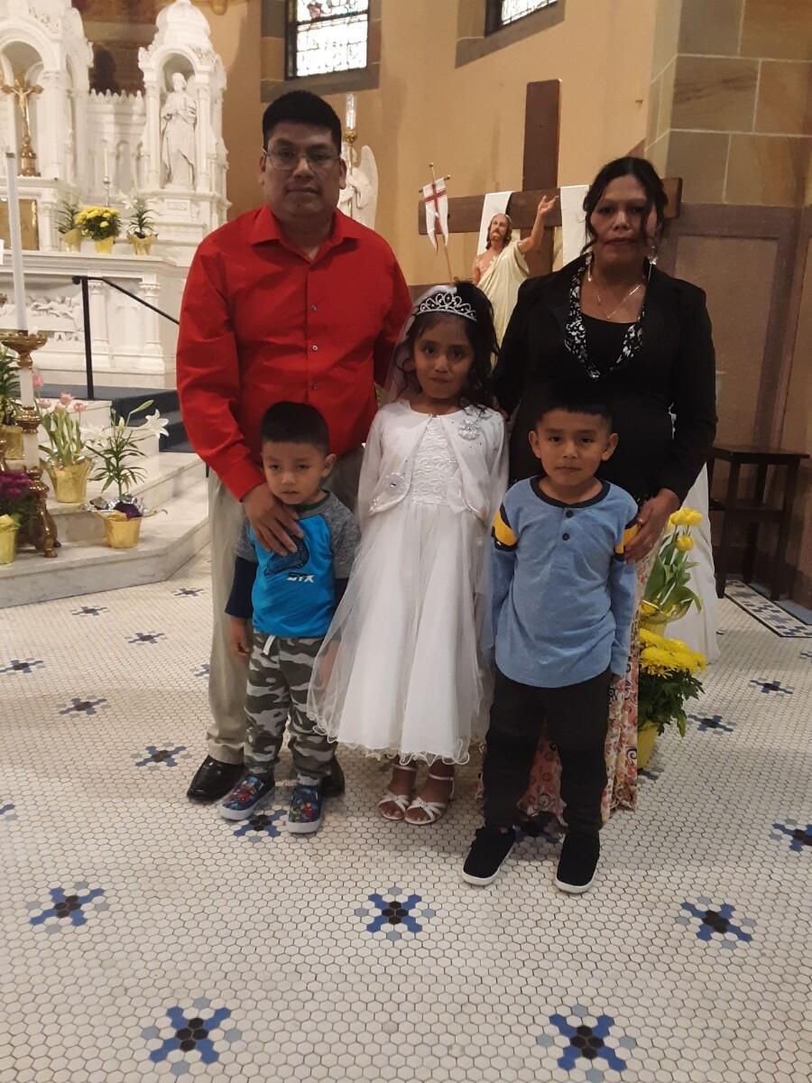 Vidal Ramirez con su esposa y tres de sus cinco hijos