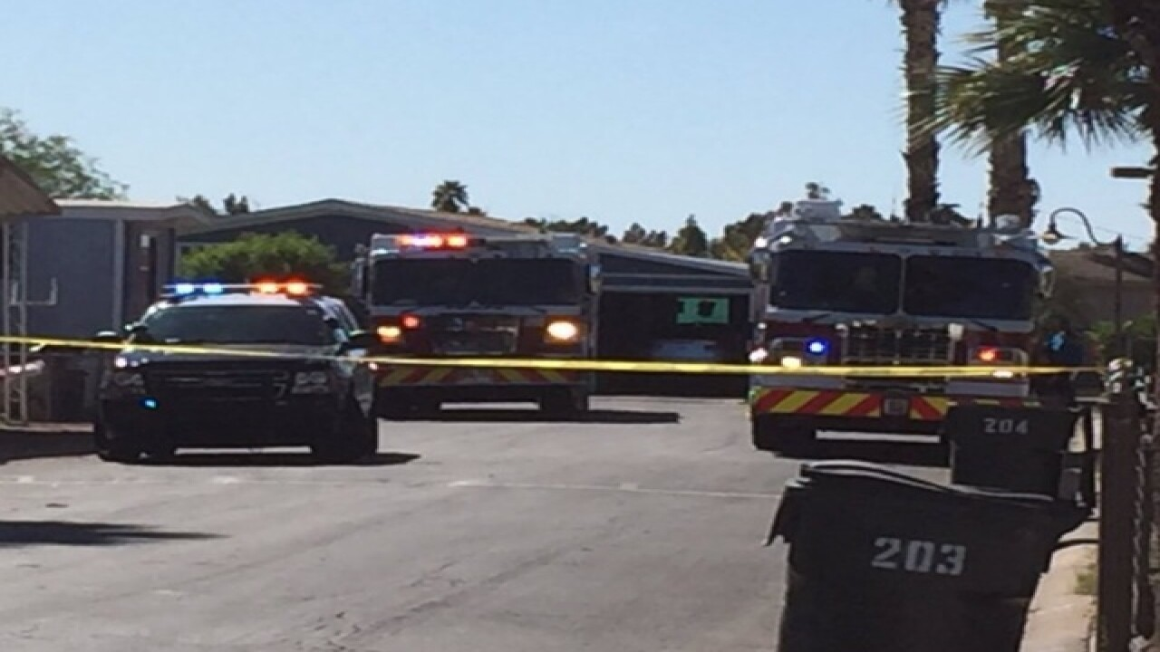 Fire damages Tempe mobile home, vehicles