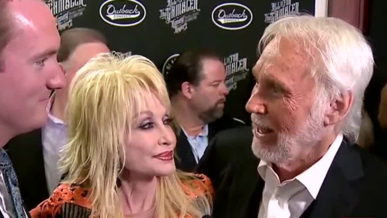 Kenny Rogers honored at farewell concert
