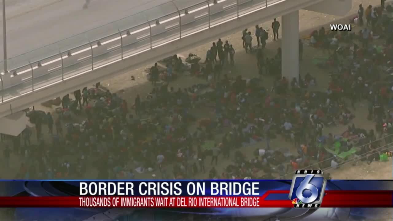 Thousands of migrants wait at the Del Rio International Bridge