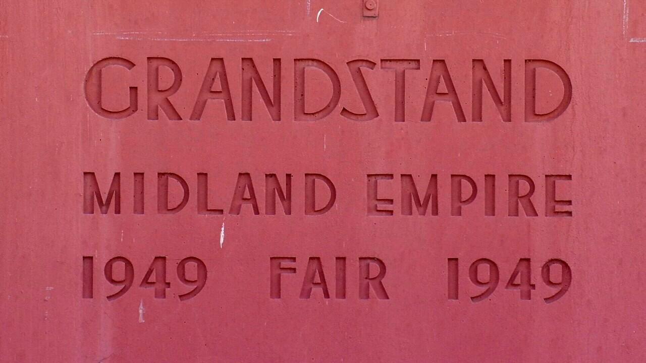Grandstand3.jpg