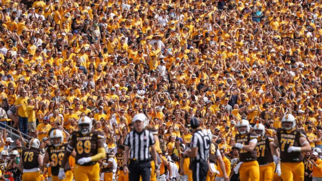 Wyoming Cowboys plan 'Stripe Out' for August Missouri game