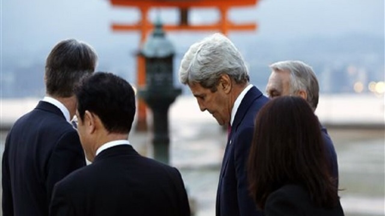 Kerry visits Hiroshima memorial 7 decades later