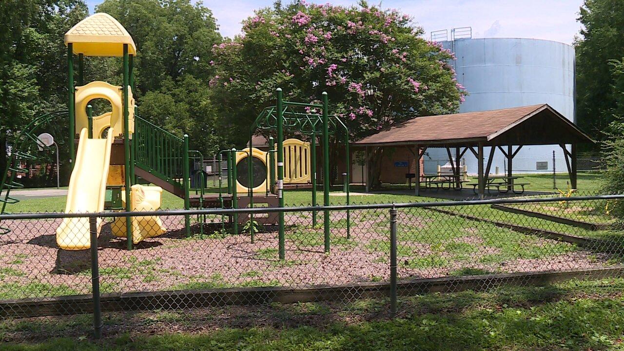 Teenage boy shot at Ashlandpark