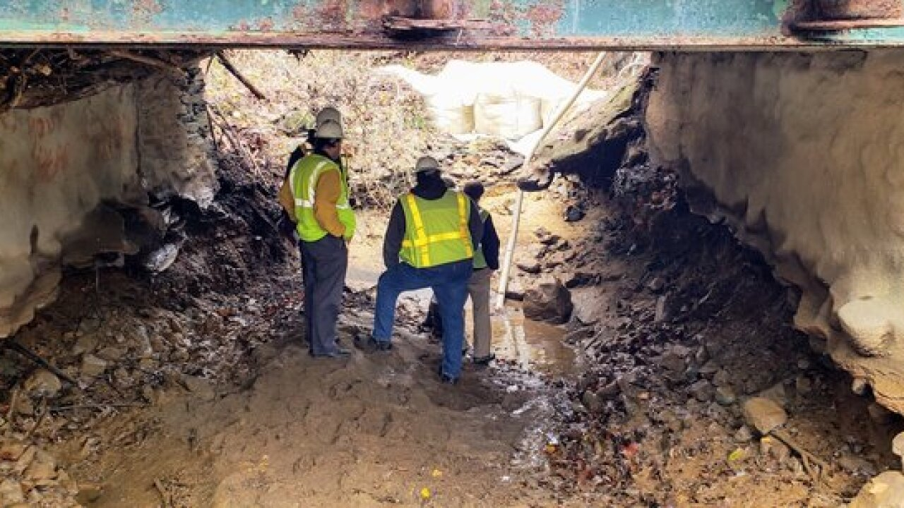 Crews working to fix Glen Cove Road bridge