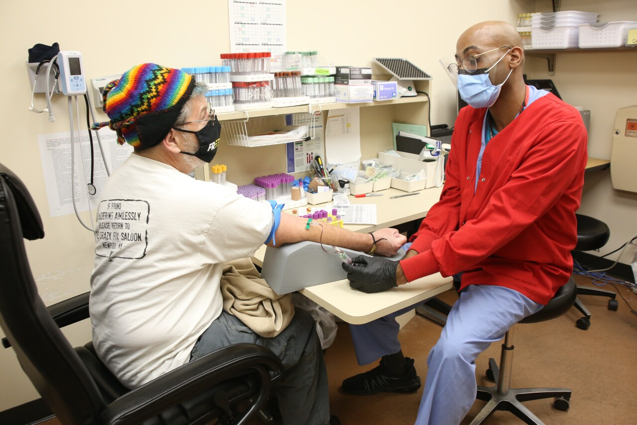 Carl_Fox_with_medical_staff_12_10.JPG