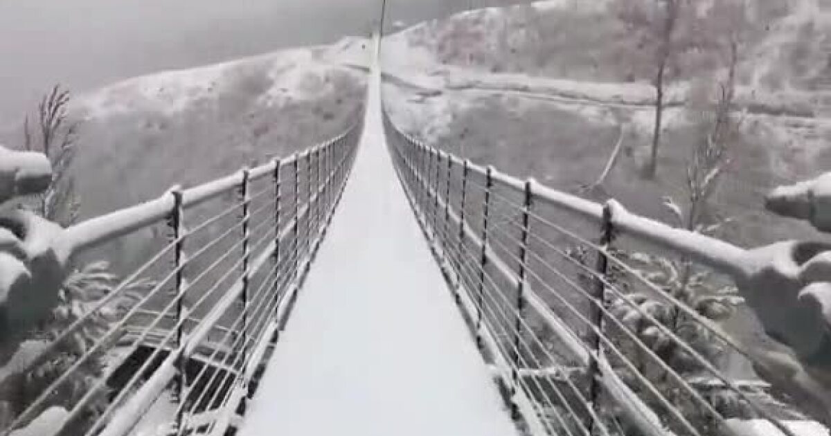 Video Snow Covers Gatlinburg S Skybridge Pedestrian Suspension Bridge