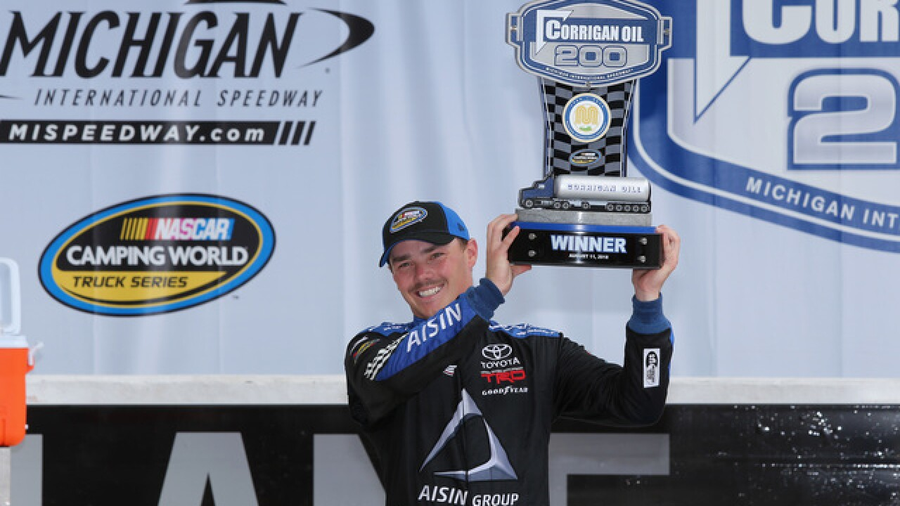 Moffitt edges Sauter in Michigan for 4th Trucks win of year