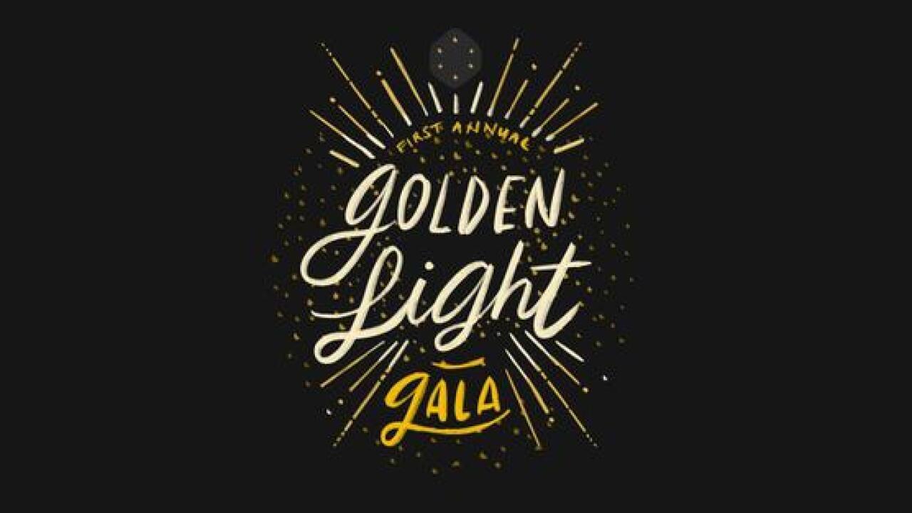 goldenlight-S9CCQZ-x600.jpg