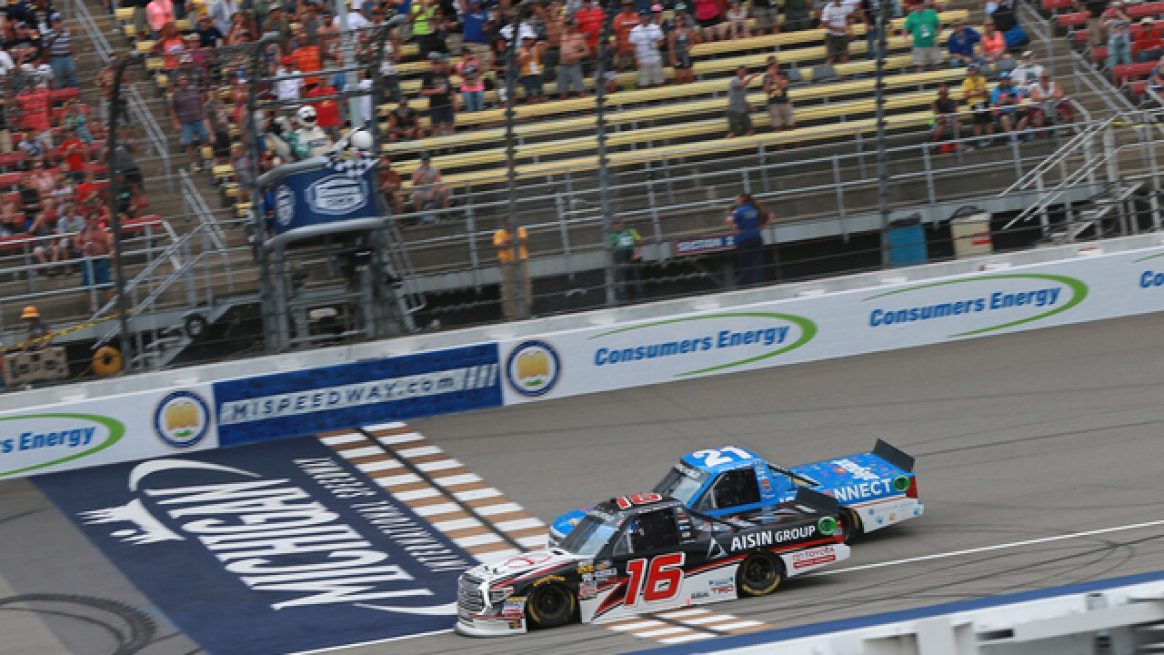 Moffitt edges Sauter for 4th Trucks win of year