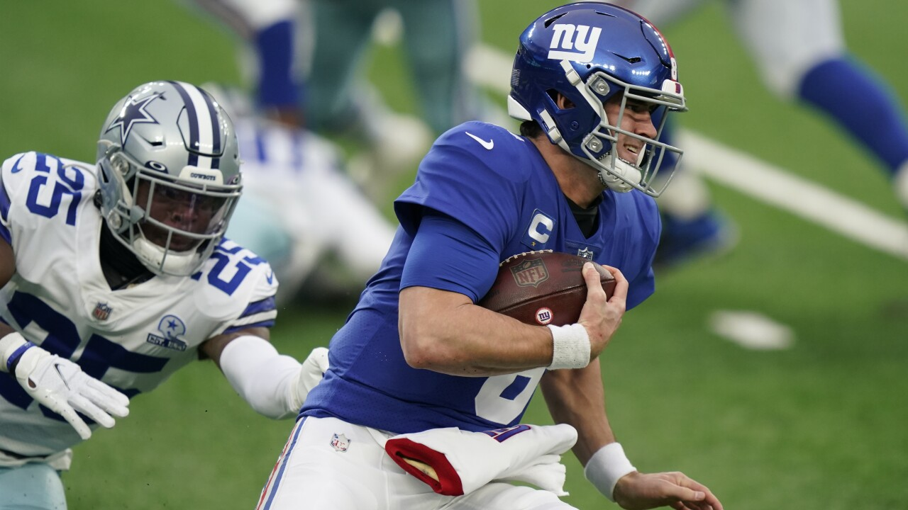 Cowboys Defeat Themselves, Giants Stay in Running for NFC East Title
