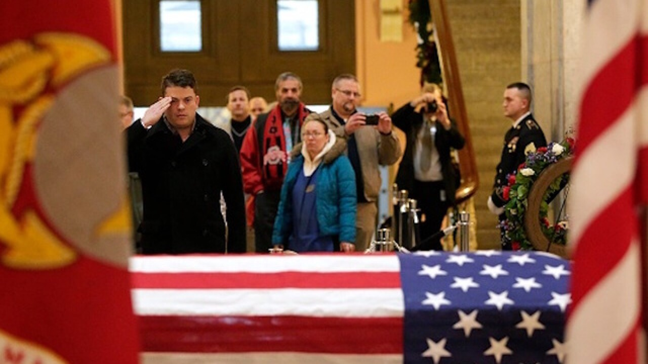 Thousands pay respect for John Glenn