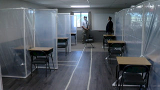 classroom-with- partitions-between-desks