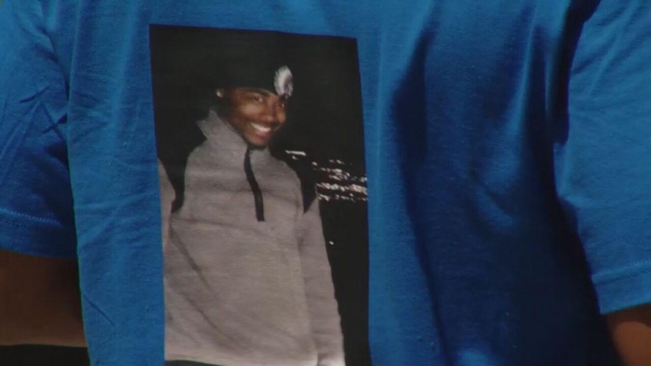 T-shirt with a picture of De'Von Bailey