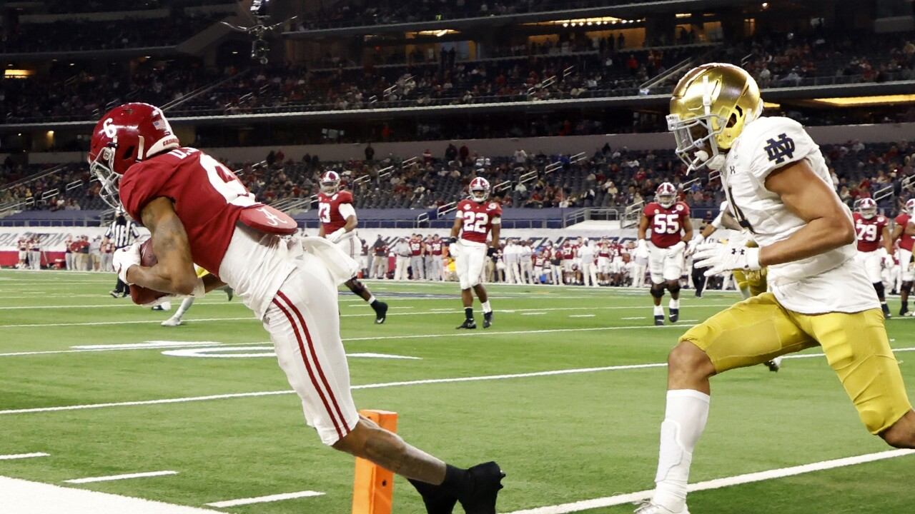 Alabama Crimson Tide receiver DeVonta Smith catches TD vs. Notre Dame Fighting Irish in College Football Playoff semifinal at Rose Bowl