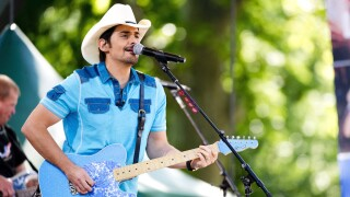 Brad Paisley says his free grocery store will deliver to seniors in need during COVID-19 pandemic