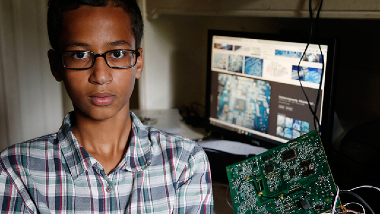 Muslim teen detained over homemade clock