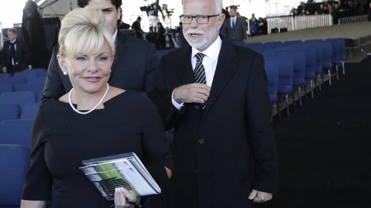 Jim Bakker seeks suit dismissal; ex-governor is his lawyer
