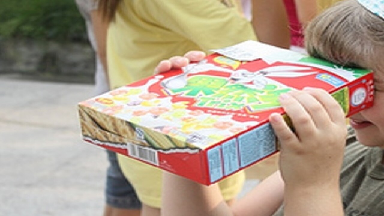How to make a cereal box projector to view the solar eclipse