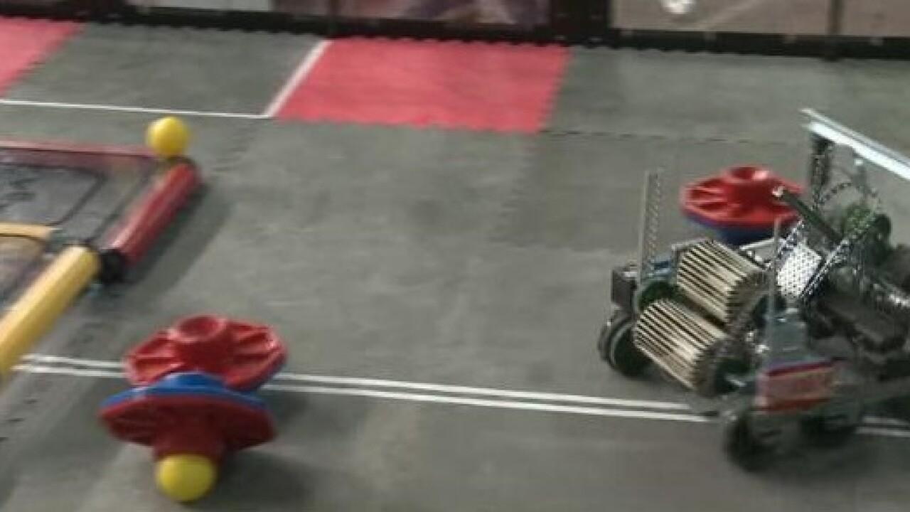 Robots+battle+in+state+championship.jpg