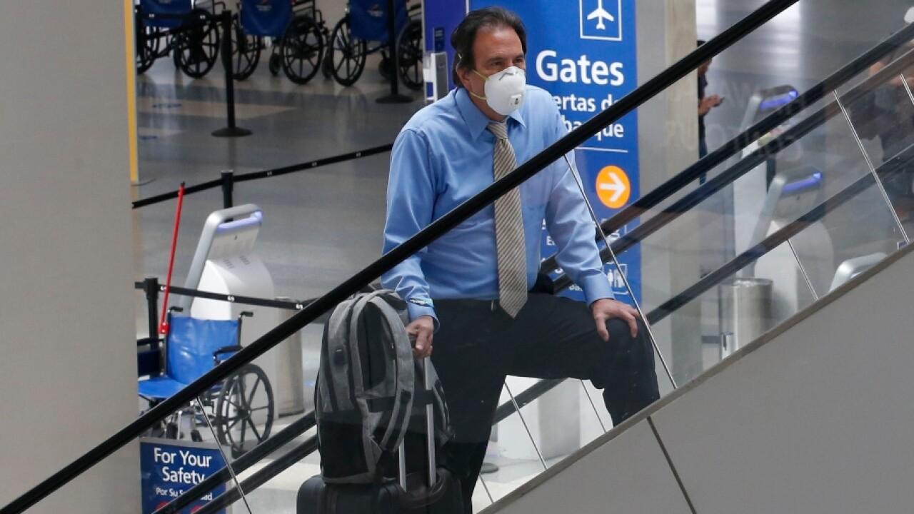 airport_traveler_covid_mask_apphoto.jpg