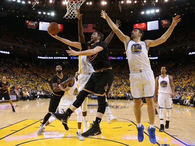 2017 NBA Finals: Warriors rout Cavs in Game 2