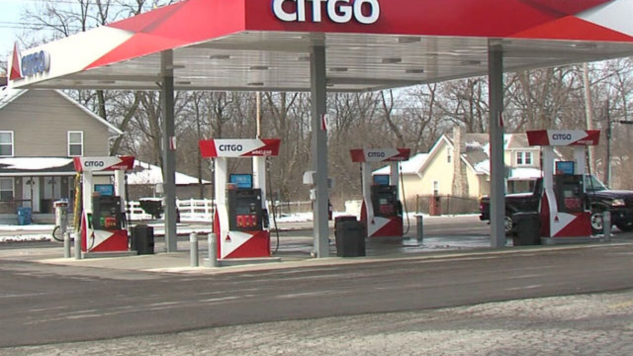 Find A Gas Station >> Man Fills Up Gas Tank Only To Find Water