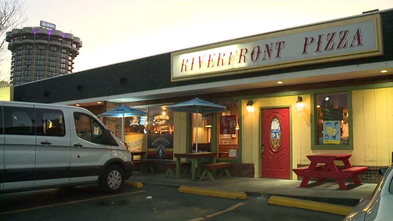riverfront pizza.PNG