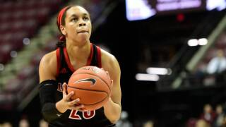 Louisville tops Michigan to reach women's Sweet Sixteen