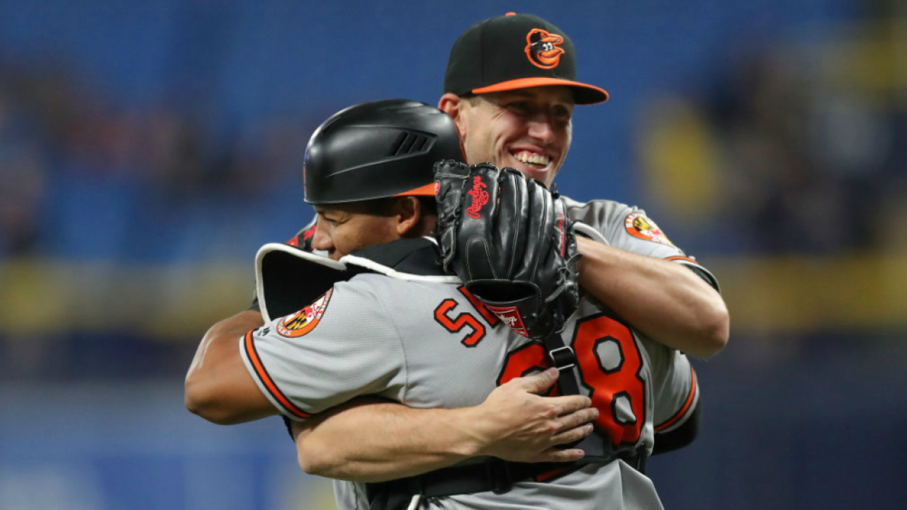 Orioles celebrate 11th inning win over Rays