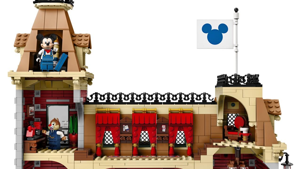 disneyland lego train set_04.jpg
