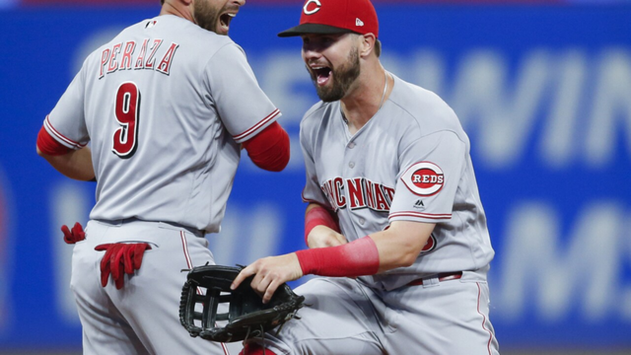 Reds score 7 in 9th to beat Indians 7-4