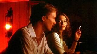 William Hurt and Kathleen Turner in scene from 'Body Heat'