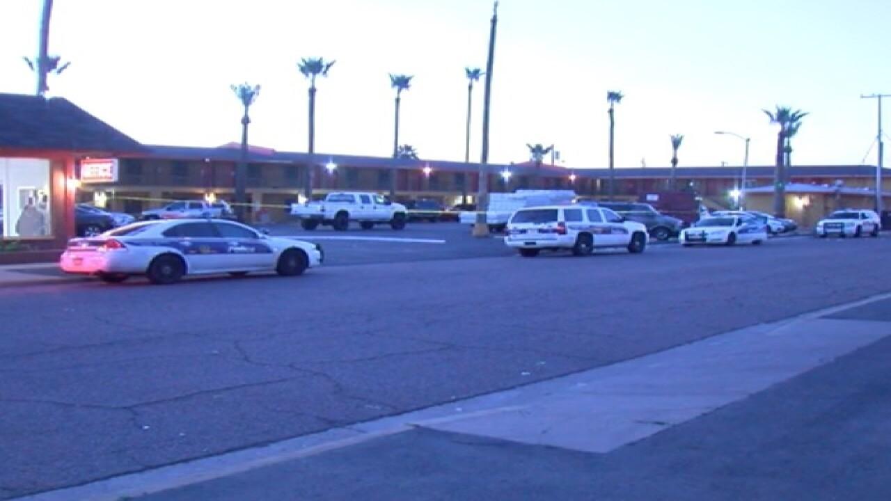 PD: Man shot in head at Phoenix motel