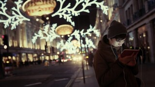 10 ways scammers plan on ruining your holiday season