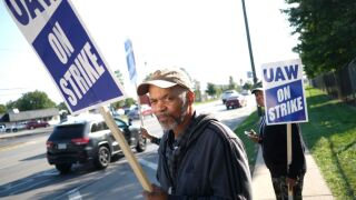 United Auto Workers Continue Large National Strike