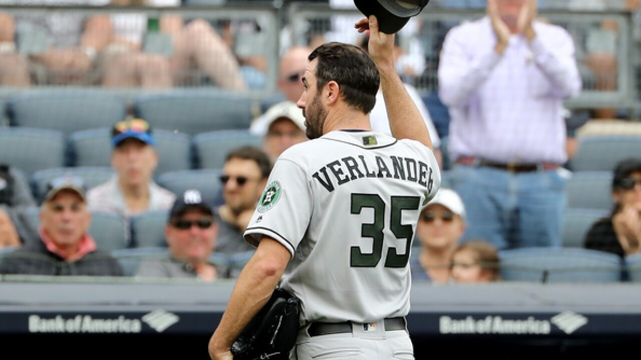 WATCH: Justin Verlander tips cap to booing Yankees fans