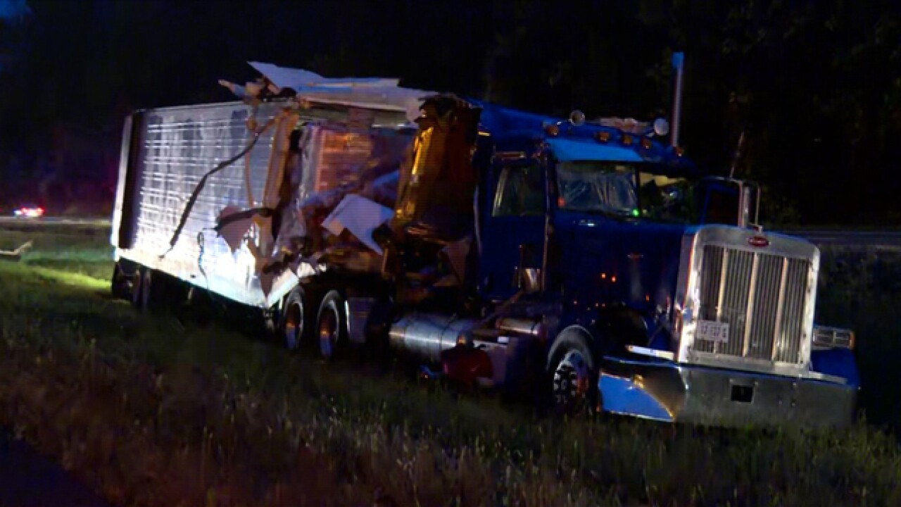 Semis collide, cause delays on I-40 in Cheatham County
