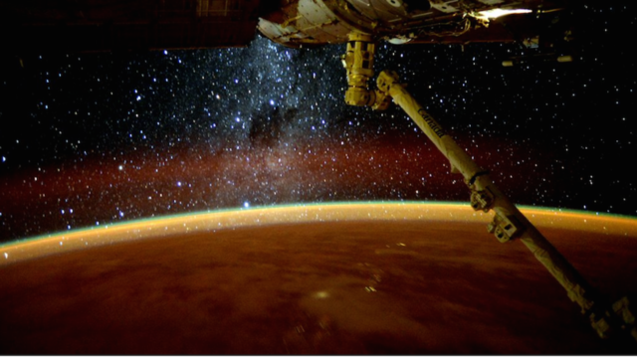 35 great photos from Scott Kelly's year in space