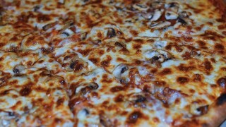 8,000 pizzas sent to hungry voters stuck in long poll lines