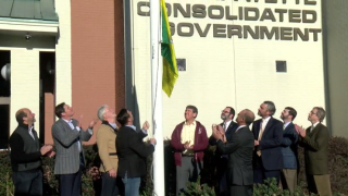 Mardi Gras flag raised in Lafayette.PNG
