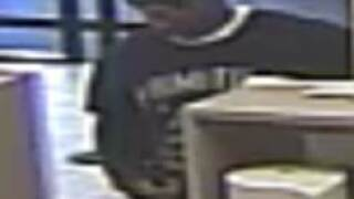 Virginia Beach police looking for suspect in two bankrobberies