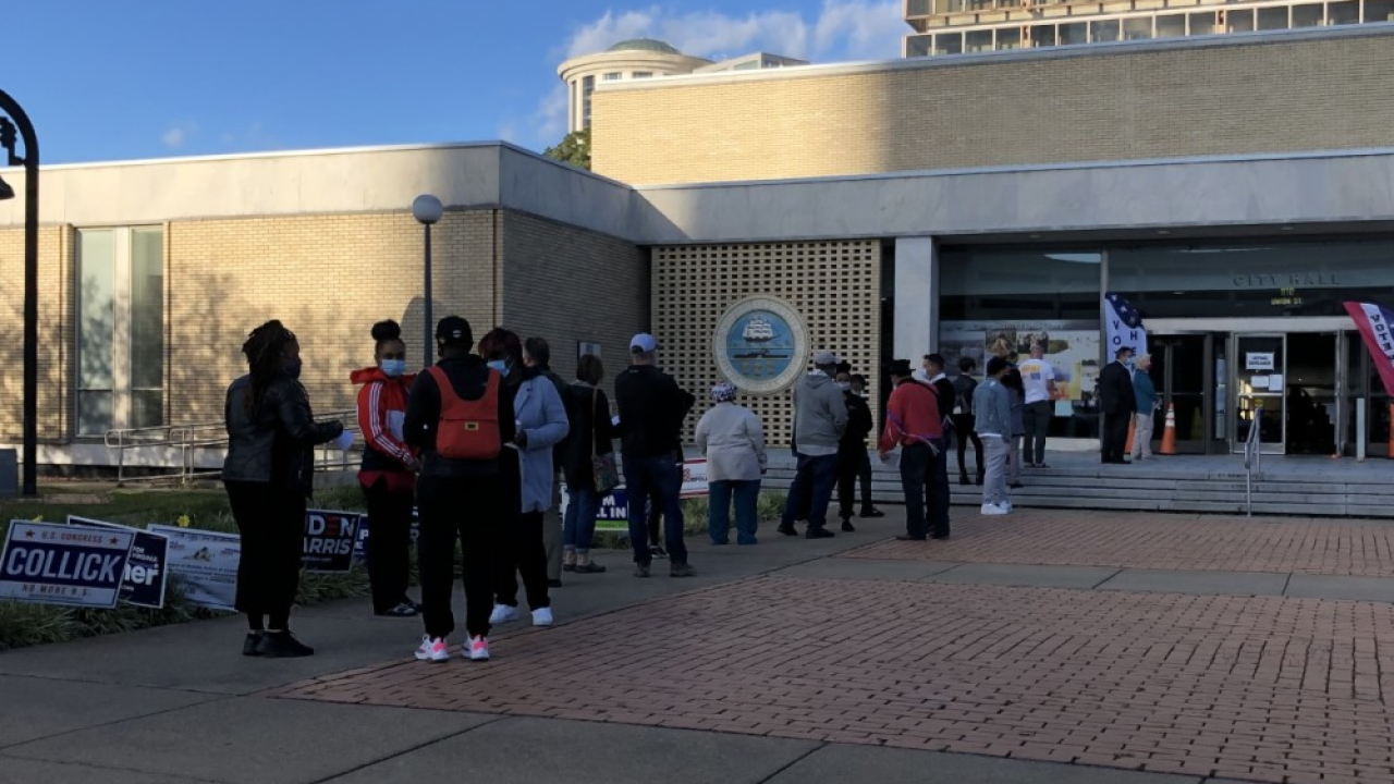 Norfolk City Hall early voting line (October 30).png