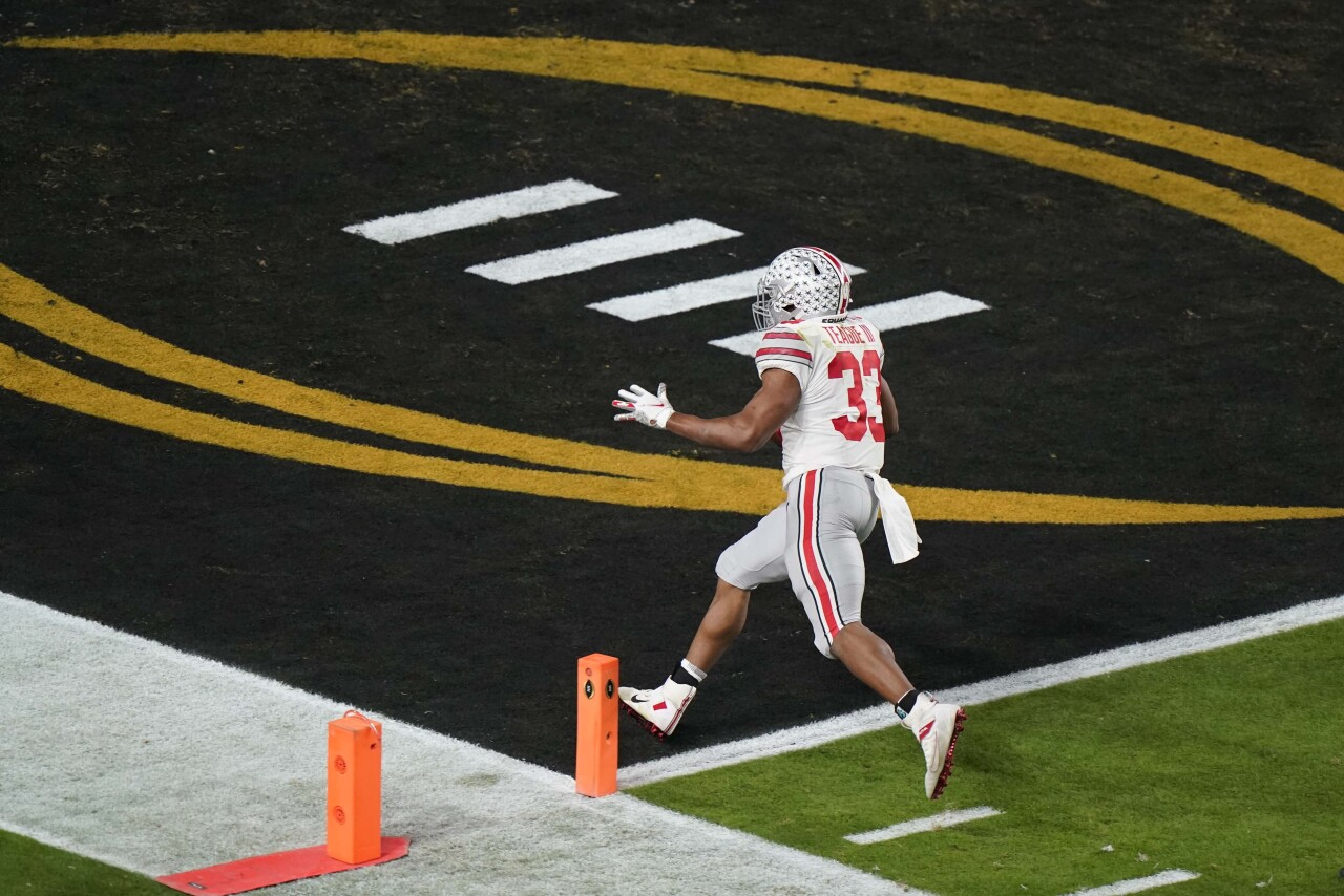 Ohio State Buckeyes running back Master Teague scores TD in first quarter of 2021 College Football Playoff National Championship